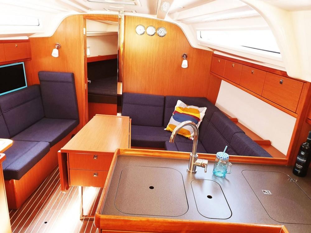 Ein Bavaria Bavaria Cruiser 37 - 3 cab. mieten in Split