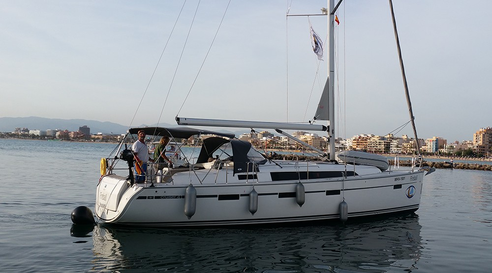 Ein Bavaria Cruiser 41 mieten in Playa de Palma