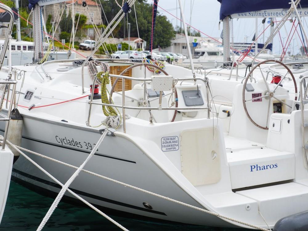 Bénéteau Cyclades 39.3 zwischen Privatpersonen und professionellem Anbieter Rogač