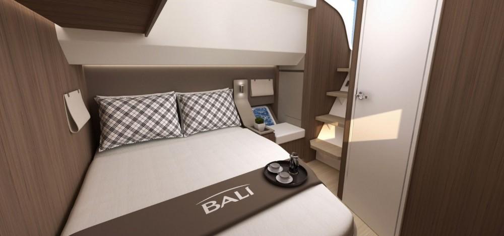 Catana Bali 4.8 zwischen Privatpersonen und professionellem Anbieter Ajaccio
