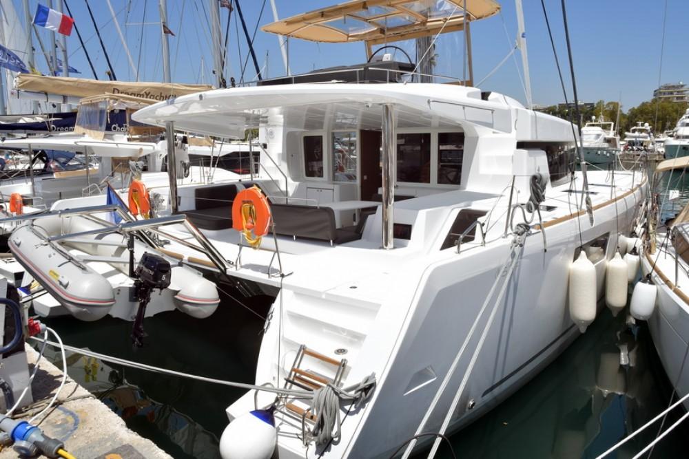 Lagoon Lagoon 52 zwischen Privatpersonen und professionellem Anbieter Athen