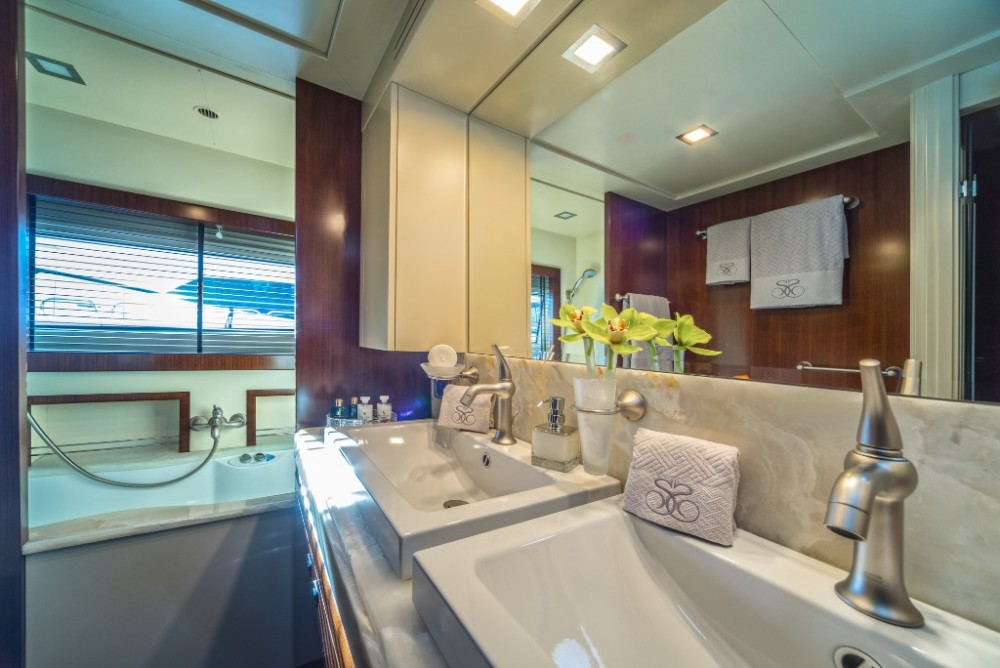 Yachten mieten in  - Ferretti-Yachts-Group Navetta 33