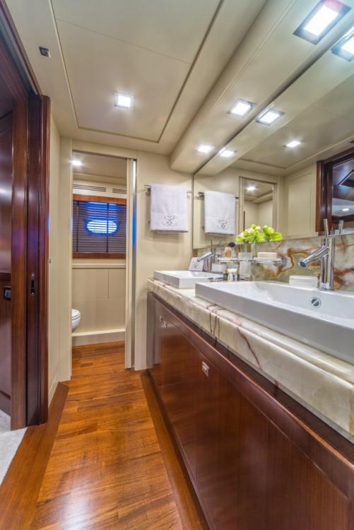 Ferretti-Yachts-Group Navetta 33 zwischen Privatpersonen und professionellem Anbieter