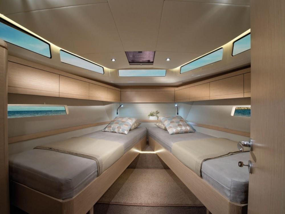 Motorboot mit oder ohne Skipper Greenline mieten in