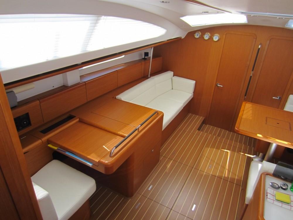 Jeanneau Sun Odyssey 50DS zwischen Privatpersonen und professionellem Anbieter Trau