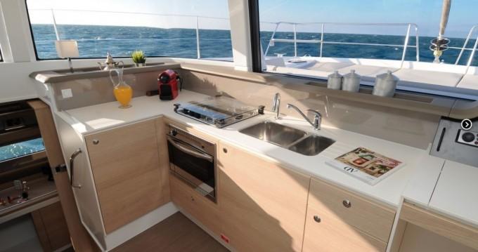 Bali Catamarans Bali 4.1 zwischen Privatpersonen und professionellem Anbieter Vieux-Port de Marseille