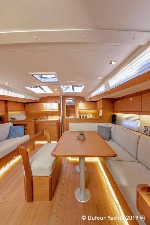 Dufour-Yacht Dufour 430 zwischen Privatpersonen und professionellem Anbieter