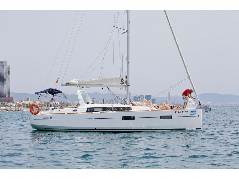Ein Bénéteau Beneteau Oceanis 38 mieten in Barcelona