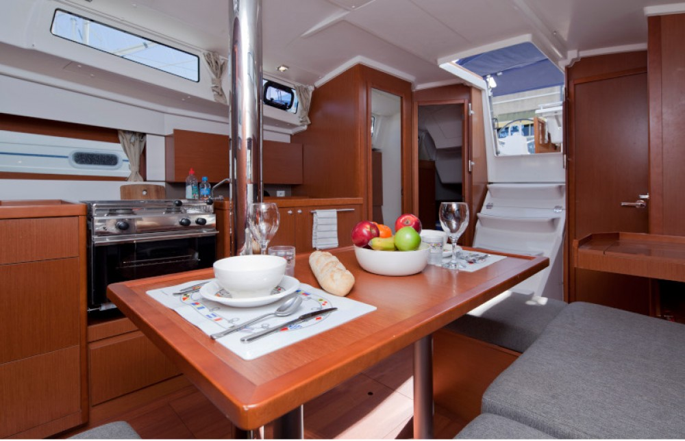 Yacht-Charter in Barcelona - Bénéteau Beneteau Oceanis 38 auf SamBoat