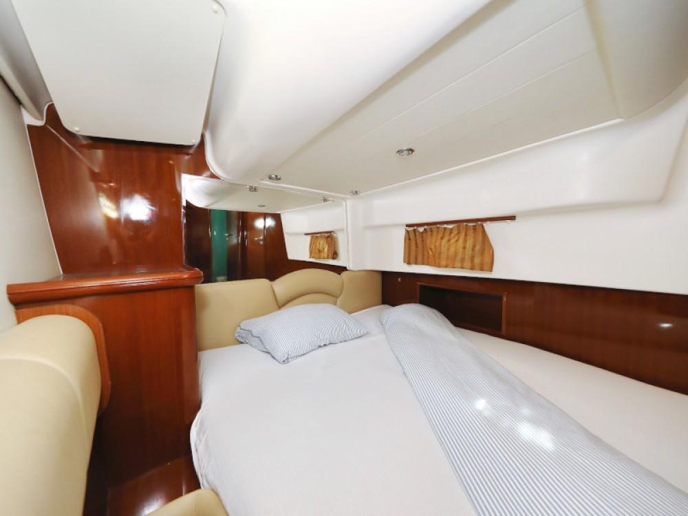 Motorboot mit oder ohne Skipper Jeanneau mieten in Sukošan