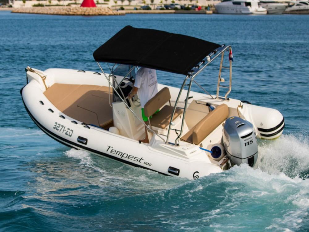 Cantiere TEMPEST 600 + Honda 115 zwischen Privatpersonen und professionellem Anbieter Zadar