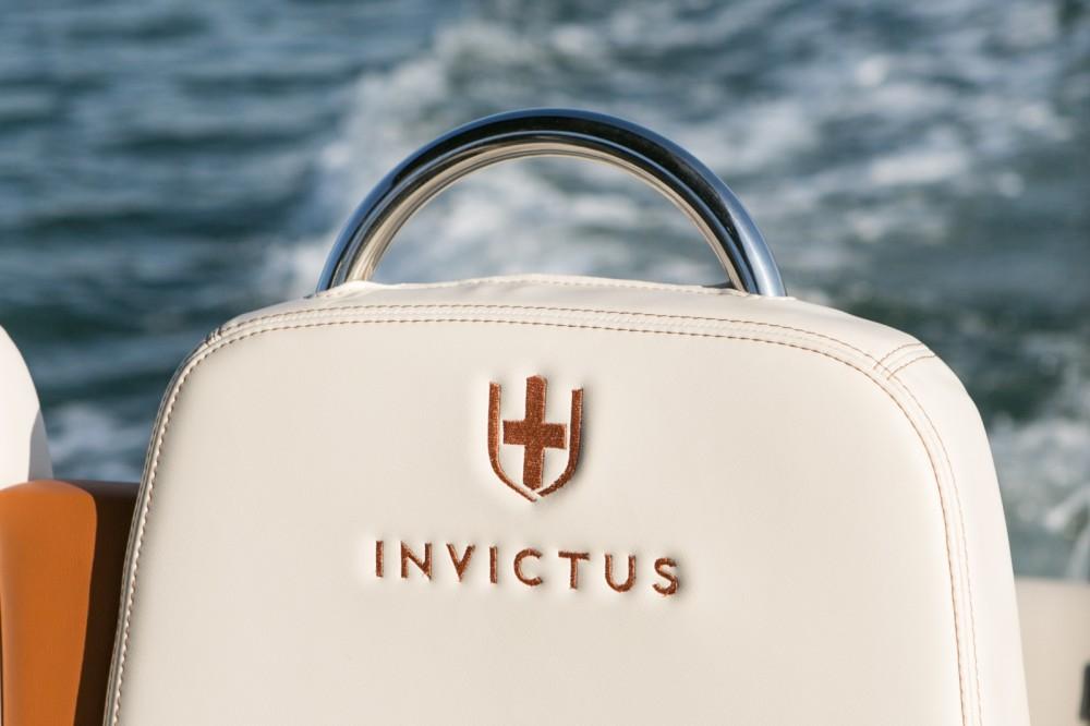 Vermietung Motorboot Invictus  mit Führerschein