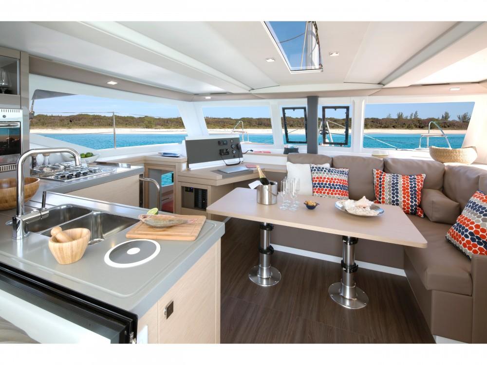 Katamaran mit oder ohne Skipper Fountaine Pajot mieten in Marina