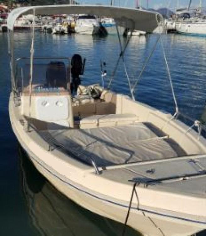 Vermietung Motorboot Aptera mit Führerschein