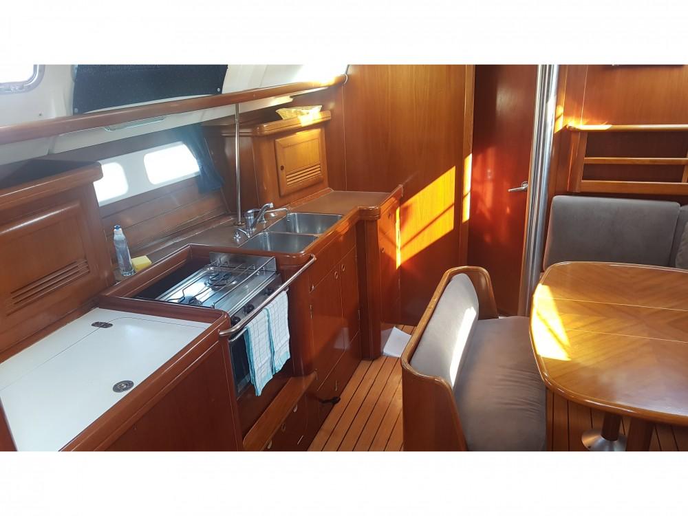 Bénéteau Oceanis 423 zwischen Privatpersonen und professionellem Anbieter Pirovac