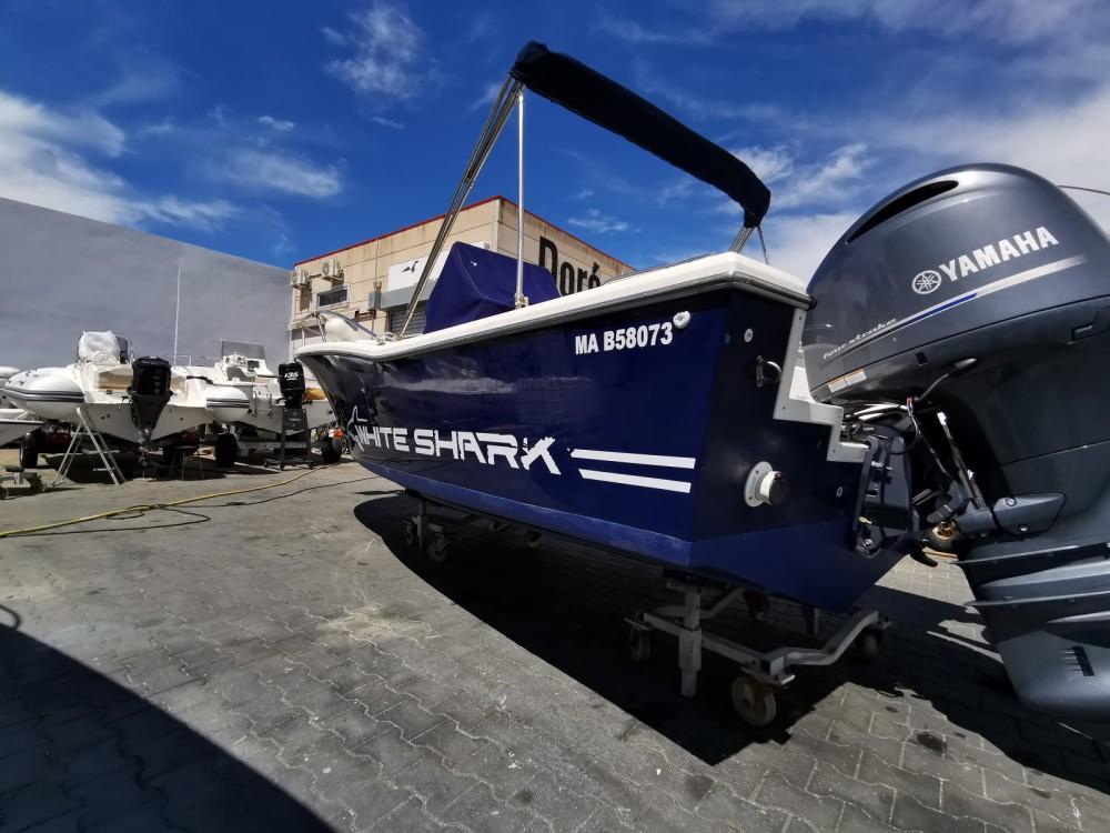 Motorboot mit oder ohne Skipper White Shark mieten in Marseille