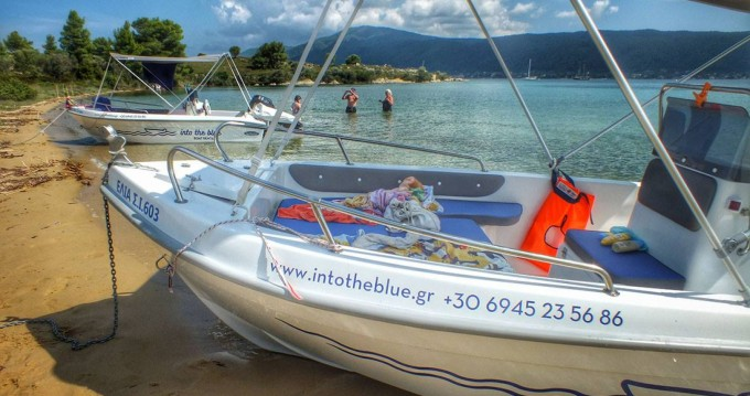Motorboot mieten in Vourvourou zum besten Preis