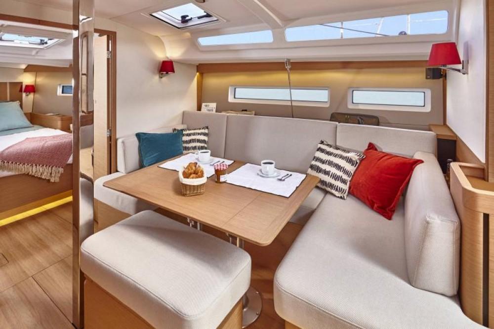 Ein Jeanneau Sun Odyssey 440 mieten in Porto Santa Margherita