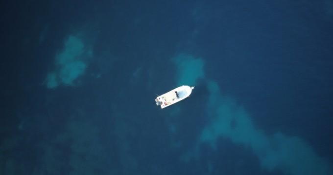 Ein Kelt WHITE SHARK 225 mieten in Marseille
