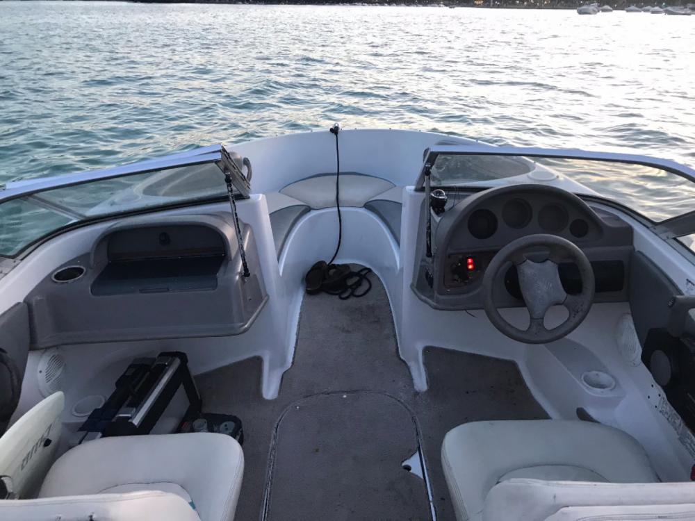 Motorboot mit oder ohne Skipper Four Winns mieten in Annecy