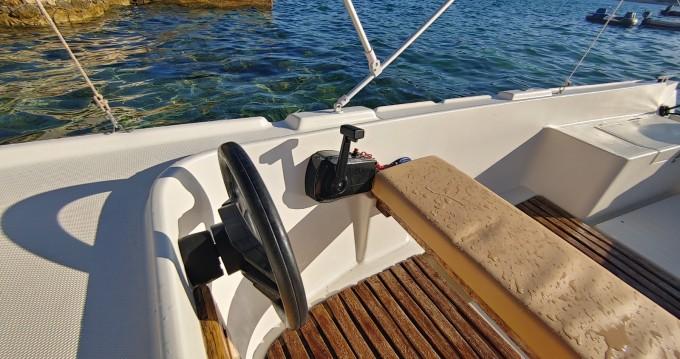 Motorboot mieten in Stara Novalja zum besten Preis