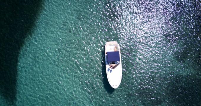 Motorboot mit oder ohne Skipper Tornado mieten in Porto Pozzo