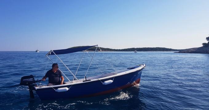 Motorboot mit oder ohne Skipper Pasara mieten in Hvar