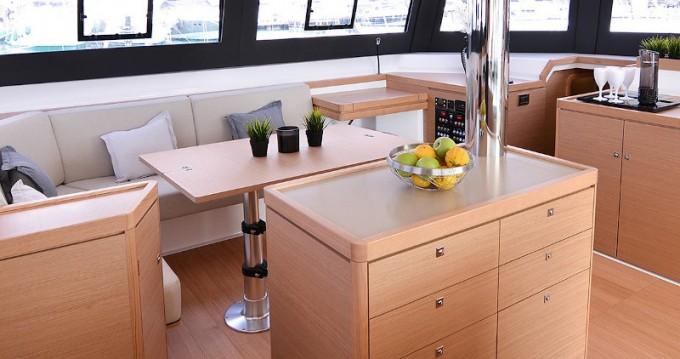 Dufour Dufour Catamarans 48 zwischen Privatpersonen und professionellem Anbieter Cagliari