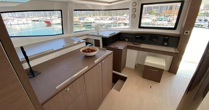 Katamaran mit oder ohne Skipper Bali Catamarans mieten in Capo d'Orlando