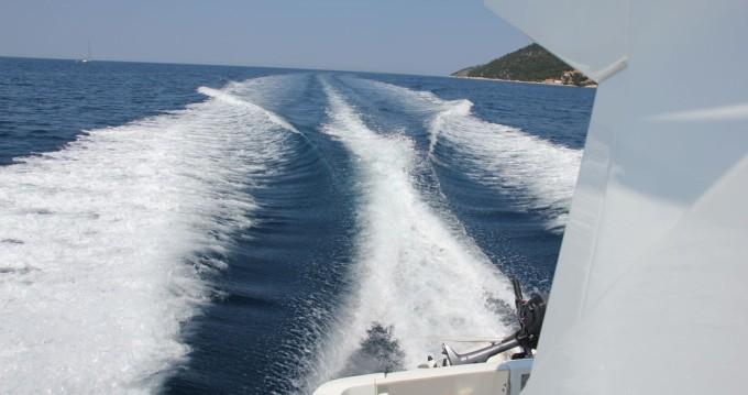 Ein Bénéteau Beneteau Antares 30 Fly mieten in Split