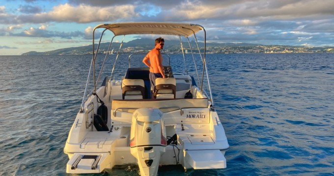 Motorboot mieten in Les Trois Îlets zum besten Preis