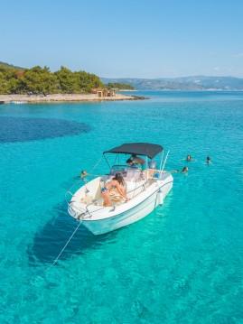 Motorboot mit oder ohne Skipper Karnic mieten in Trogir