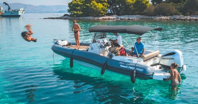 Marlin Boat 790 PRO BLACK EDITION UNIQUE zwischen Privatpersonen und professionellem Anbieter Trogir
