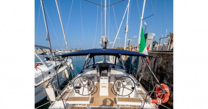 Ein Bénéteau Oceanis 35.1 mieten in Marina di Portorosa