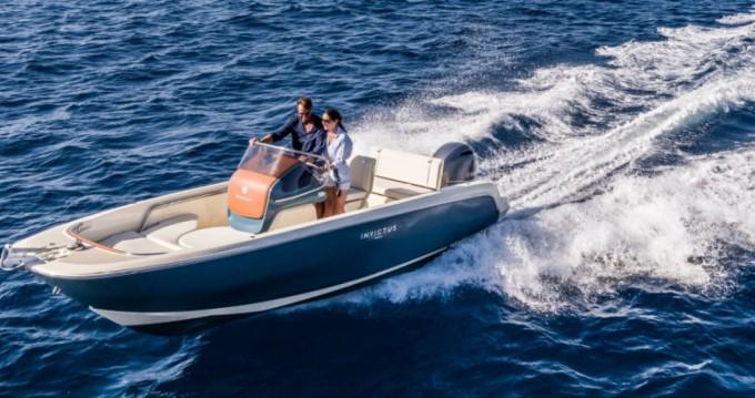 Motorboot mit oder ohne Skipper Invictus  mieten in Cala d'Or
