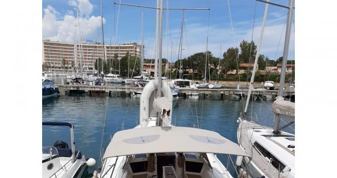 Ein Dufour Dufour 390 Grand Large mieten in Marina di Portorosa
