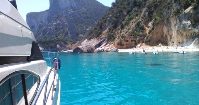 Yachten mit oder ohne Skipper Azimut mieten in Arbatax