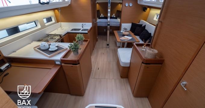 Jeanneau Sun Odyssey 440 zwischen Privatpersonen und professionellem Anbieter Lefkada (Island)
