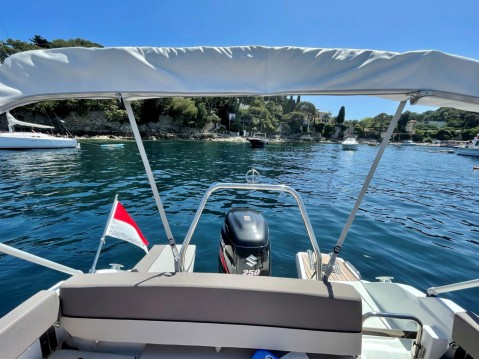 Motorboot mit oder ohne Skipper Jeanneau mieten in Monaco