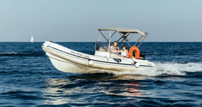 Nautica Ondina 565 zwischen Privatpersonen und professionellem Anbieter Santorini